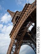 Эйфелева башня, г. Париж (2012 год). Стоковое фото, фотограф Инна Касацкая / Фотобанк Лори