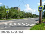 Нерегулируемый пешеходный переход. Стоковое фото, фотограф OV1957 / Фотобанк Лори