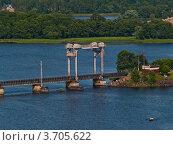 Купить «Выборг. Подъёмный пролёт на железнодорожном мосту», фото № 3705622, снято 11 июля 2009 г. (c) Скворцов Андрей / Фотобанк Лори