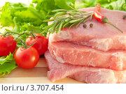 Сырое мясо, овощи и специи. Стоковое фото, фотограф Лариса Кривошапка / Фотобанк Лори