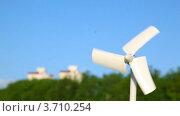 Купить «Небольшой ветряной генератор», видеоролик № 3710254, снято 21 декабря 2010 г. (c) Losevsky Pavel / Фотобанк Лори