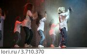 Купить «Конкурс хип-хопа, танцевальная группа», видеоролик № 3710370, снято 10 октября 2010 г. (c) Losevsky Pavel / Фотобанк Лори
