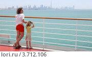Купить «Мать с дочкой стоят на палубе», видеоролик № 3712106, снято 3 декабря 2010 г. (c) Losevsky Pavel / Фотобанк Лори
