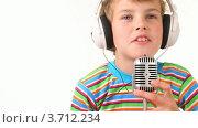 Купить «Мальчик в наушниках говорит в микрофон», видеоролик № 3712234, снято 12 декабря 2010 г. (c) Losevsky Pavel / Фотобанк Лори