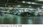 Купить «Подземная парковка в торговом центре, таймлапс», видеоролик № 3713194, снято 21 сентября 2010 г. (c) Losevsky Pavel / Фотобанк Лори