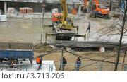 Купить «Рабочие работают на строительной площадке», видеоролик № 3713206, снято 23 сентября 2010 г. (c) Losevsky Pavel / Фотобанк Лори
