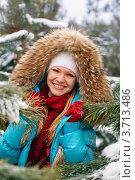 Купить «Счастливая девушка на прогулке в зимнем парке», фото № 3713486, снято 30 января 2011 г. (c) Эдуард Стельмах / Фотобанк Лори