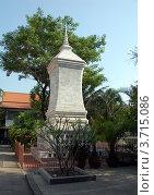 Купить «Каменная буддистская ступа, Бангкок, Таиланд», фото № 3715086, снято 20 марта 2012 г. (c) Светлана Колобова / Фотобанк Лори
