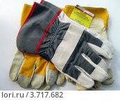 Купить «Перчатки рабочие на светлом фоне», фото № 3717682, снято 3 августа 2012 г. (c) Валерий Егоров / Фотобанк Лори