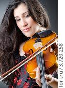 Купить «Женщина играет на скрипке», фото № 3720258, снято 29 мая 2012 г. (c) Elnur / Фотобанк Лори