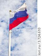 Флаг Российской федерации на фоне неба. Стоковое фото, фотограф Екатерина Романова / Фотобанк Лори