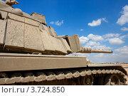 Старый израильский танк Magach возле военной базы в пустыне. Редакционное фото, фотограф Shlomo Polonsky / Фотобанк Лори