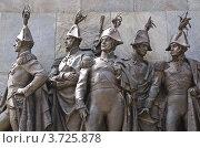 Купить «Скульптурная группа на пьедестале памятника М. И. Кутузову», эксклюзивное фото № 3725878, снято 25 июля 2012 г. (c) Алёшина Оксана / Фотобанк Лори