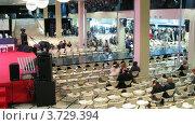 Купить «Вечер французской моды   в ювелирном доме Эстет», видеоролик № 3729394, снято 21 марта 2011 г. (c) Losevsky Pavel / Фотобанк Лори
