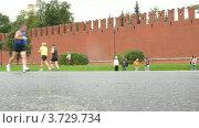 Купить «Ноги бегунов на XXX МОСКОВСКОМ МЕЖДУНАРОДНОМ МАРАФОНЕ МИРА», видеоролик № 3729734, снято 8 декабря 2010 г. (c) Losevsky Pavel / Фотобанк Лори