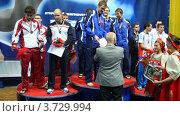 Купить «Церемония награждения победителей команды спортсменов», видеоролик № 3729994, снято 20 марта 2011 г. (c) Losevsky Pavel / Фотобанк Лори