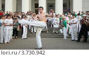 Купить «Уличные танцоры», видеоролик № 3730942, снято 14 марта 2011 г. (c) Losevsky Pavel / Фотобанк Лори