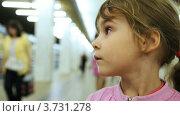 Купить «Девочка в метро», видеоролик № 3731278, снято 11 апреля 2011 г. (c) Losevsky Pavel / Фотобанк Лори