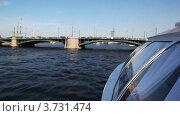 Купить «Судно на воздушной подушке быстро плывет под Брокерским мостом на реке Неве в направлении Петропавловской крепости», видеоролик № 3731474, снято 12 апреля 2011 г. (c) Losevsky Pavel / Фотобанк Лори