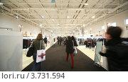 Купить «Люди ходят по выставочному залу CPM Collection Premiere в Экспо центре», видеоролик № 3731594, снято 26 декабря 2010 г. (c) Losevsky Pavel / Фотобанк Лори