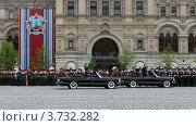 Купить «Министр обороны А. Сердюков проезжает в машине рядом с солдатами», видеоролик № 3732282, снято 4 марта 2011 г. (c) Losevsky Pavel / Фотобанк Лори