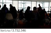 Люди сидят в офисе (2010 год). Редакционное видео, видеограф Losevsky Pavel / Фотобанк Лори