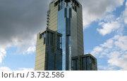 Купить «Московский небоскреб на фоне облачного неба, таймлапс», видеоролик № 3732586, снято 21 декабря 2010 г. (c) Losevsky Pavel / Фотобанк Лори