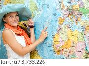 Купить «Девушка рядом с картой мира планирует турпоездку», фото № 3733226, снято 28 июля 2012 г. (c) Макарова Елена / Фотобанк Лори