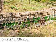 Купить «Подпорная стена из природного камня для укрепления склона на даче», эксклюзивное фото № 3736250, снято 29 июля 2012 г. (c) Алёшина Оксана / Фотобанк Лори