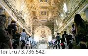 Купить «Туристы в Папской базилике Сэйнт Мэри Майор, Италия», видеоролик № 3736542, снято 10 апреля 2006 г. (c) Losevsky Pavel / Фотобанк Лори
