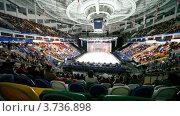"""Купить «Зрители аплодируют в конце ледового шоу на арене """"Мегаспорта""""», видеоролик № 3736898, снято 3 июня 2011 г. (c) Losevsky Pavel / Фотобанк Лори"""