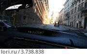 Купить «Машина Toyota Prius едет по городским улицам, вид из салона», видеоролик № 3738838, снято 8 июля 2011 г. (c) Losevsky Pavel / Фотобанк Лори