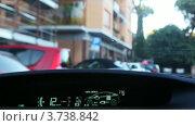 Купить «Машина Toyota Prius едет по городским улицам, вид из салона», видеоролик № 3738842, снято 8 июля 2011 г. (c) Losevsky Pavel / Фотобанк Лори