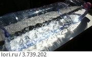 Купить «Вода трясется в лежачей пластиковой бутылке», видеоролик № 3739202, снято 2 июля 2011 г. (c) Losevsky Pavel / Фотобанк Лори