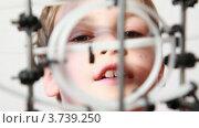 Купить «Мальчик смотрит на головоломку-лабиринт», видеоролик № 3739250, снято 8 июня 2011 г. (c) Losevsky Pavel / Фотобанк Лори
