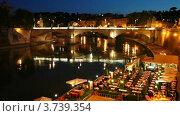 Купить «Люди сидят в кафе на набережной поздним вечером в Италии», видеоролик № 3739354, снято 7 июля 2011 г. (c) Losevsky Pavel / Фотобанк Лори
