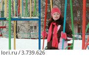 Купить «Молодая женщина качается на качелях на детской площадке», видеоролик № 3739626, снято 29 апреля 2011 г. (c) Losevsky Pavel / Фотобанк Лори