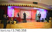 Купить «XIV церемония награждения Блокбастер  в гостинице Ренессанс», видеоролик № 3740358, снято 23 июня 2011 г. (c) Losevsky Pavel / Фотобанк Лори