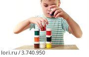 Купить «Мальчик строит пирамиду из тюбиков с краской», видеоролик № 3740950, снято 13 мая 2011 г. (c) Losevsky Pavel / Фотобанк Лори