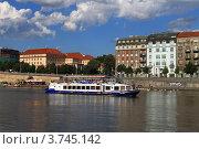 Прага, набережная (2012 год). Редакционное фото, фотограф Чихний Анастасия / Фотобанк Лори