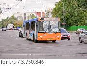 Купить «Оранжевый автобус на Стромынке», эксклюзивное фото № 3750846, снято 9 августа 2012 г. (c) Алёшина Оксана / Фотобанк Лори