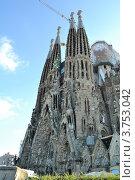 Храм Святого Семейства, Барселона (2011 год). Стоковое фото, фотограф Леонид Чернышов / Фотобанк Лори