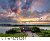 Купить «Плавучая пристань на Оке в Тарусе на рассвете», фото № 3754394, снято 22 сентября 2018 г. (c) Liseykina / Фотобанк Лори