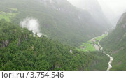 Купить «Серпантин в горах близ Stalheim, таймлапс», видеоролик № 3754546, снято 12 августа 2011 г. (c) Losevsky Pavel / Фотобанк Лори