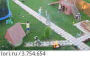 Купить «Дети играют на детской площадке во дворе коттеджа летом, таймлапс», видеоролик № 3754654, снято 13 августа 2011 г. (c) Losevsky Pavel / Фотобанк Лори
