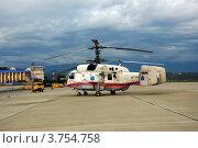 Купить «Пожарно-спасательный вертолет КА-32 МЧС РФ в аэропорту Сочи», фото № 3754758, снято 16 августа 2012 г. (c) Анна Мартынова / Фотобанк Лори