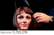 Купить «Стрижка волос модели на Davines Hair Show 2010, в театре Луны», видеоролик № 3755278, снято 3 декабря 2011 г. (c) Losevsky Pavel / Фотобанк Лори