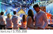 Купить «Танцующая пара на новогодней вечеринке», видеоролик № 3755358, снято 25 ноября 2011 г. (c) Losevsky Pavel / Фотобанк Лори