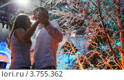 Купить «Молодая пара танцует среди заснеженных деревьев», видеоролик № 3755362, снято 25 ноября 2011 г. (c) Losevsky Pavel / Фотобанк Лори