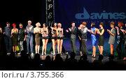 Купить «Модели приветствуют Тима Хартли и Соболева Павла на сцене Davines Hair Show 2010», видеоролик № 3755366, снято 3 декабря 2011 г. (c) Losevsky Pavel / Фотобанк Лори